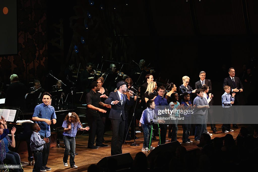 Aloe Blacc, Meryl Streep, George Clooney and Tom Hanks perform onstage with SeriousFun Campers during SeriousFun Children's Network 2015 New York Gala: An Evening of SeriousFun Celebrating the Legacy of Paul Newman at Avery Fisher Hall at Lincoln Center for the Performing Arts on March 2, 2015 in New York City.