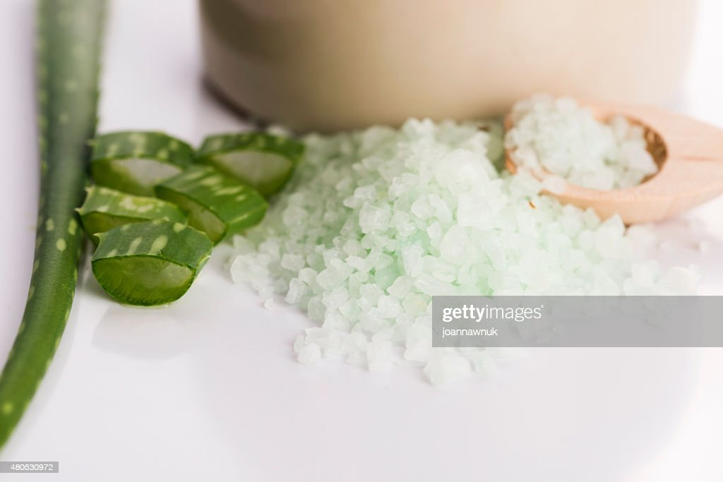 aloe vera and sea salt : Stockfoto
