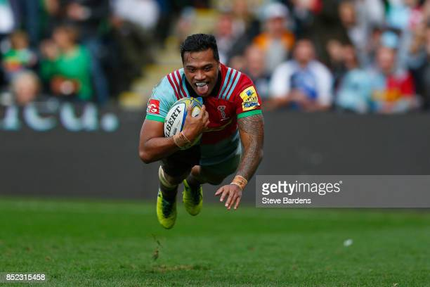 Alofa Alofa of Harlequins scores a try during the Aviva Premiership match between Harlequins and Leicester Tigers at Twickenham Stoop on September 23...
