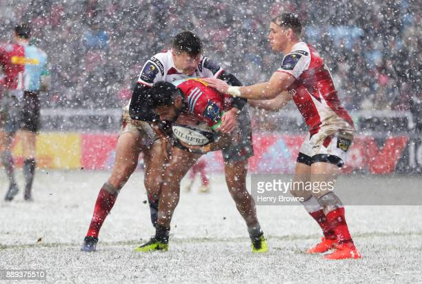 Alofa Alofa of Harlequins tackled by Jacob Stockdale of Ulster during the European Rugby Champions Cup match between Harlequins and Ulster Rugby at...