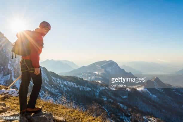 Allein Kletterer Lokking am Berg