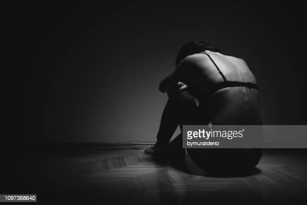 garota sozinha no quarto - bulimia - fotografias e filmes do acervo