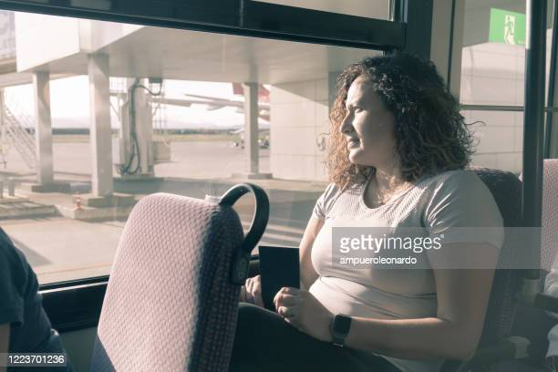 alone tourist young woman going to the airplane at airport - newark new jersey stock pictures, royalty-free photos & images