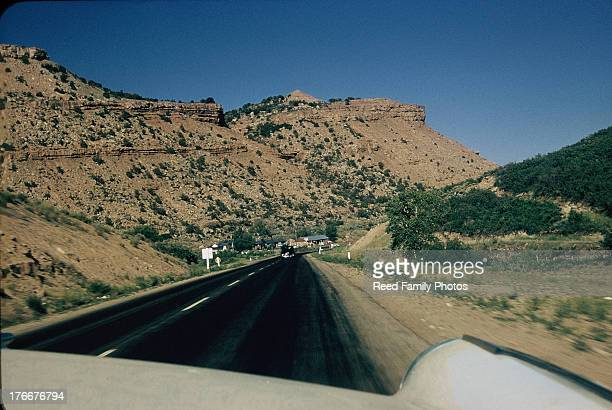 along us route 40 near fruitlands, utah, 1956 - 1956 stock-fotos und bilder