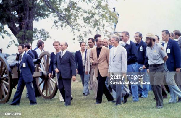 Along with a large group of others Israeli Prime Minister Menachem Begin Egyptian President Anwar Al Sadat and US President Jimmy Carter tour a US...