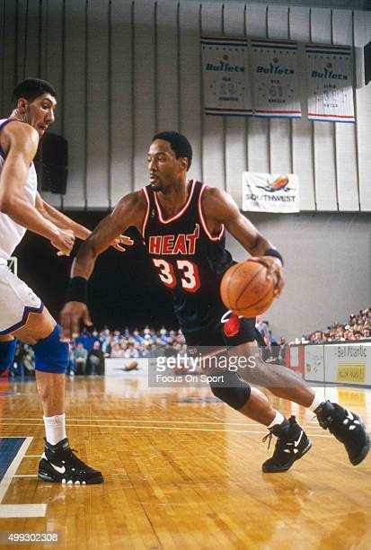Alonzo Mourning of the Miami Heat drives on Gheorghe Muresan of the Washington Bullets during an NBA basketball game circa 1995 Mourning played for...