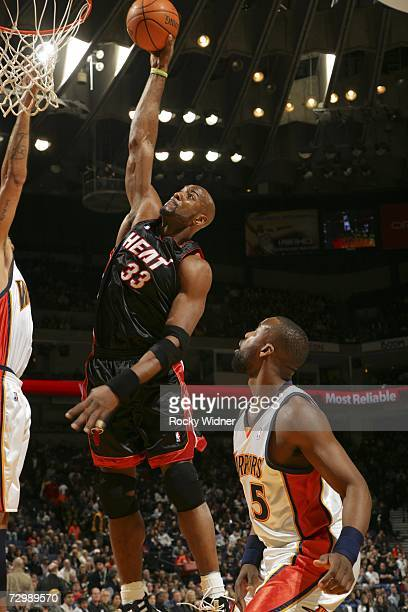 Alonzo Mourning of the Miami Heat goes up for the dunk against the Golden State Warriors at Oracle Arena January 12 2007 in Oakland California NOTE...