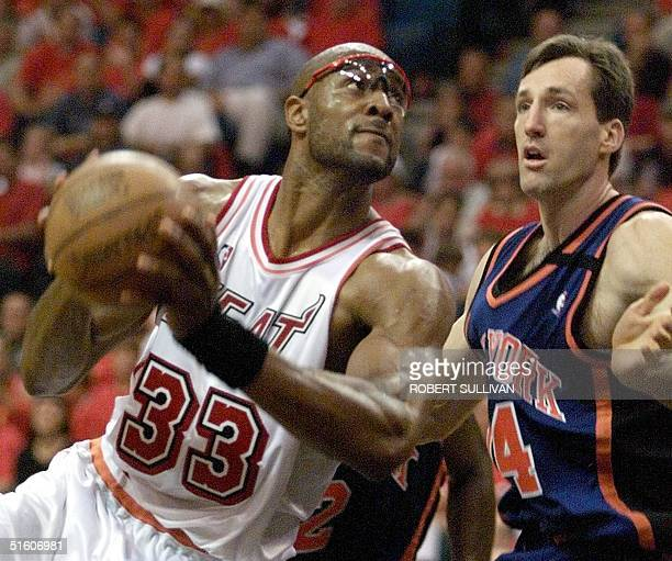 Alonzo Mourning of the Miami Heat scores past Chris Dudley of the New York Knicks 08 May 1999 during game one of their 1st round playoff game at the...