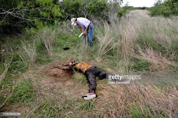 Alonzo Rangel, funeral director of Funeraria Del Angel, inspects the remains of deceased female migrant, Rosario Yanira Girón de Orellana of El...