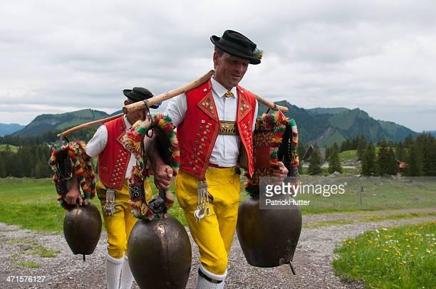 alpaufzug - schweizerische kultur stock-fotos und bilder