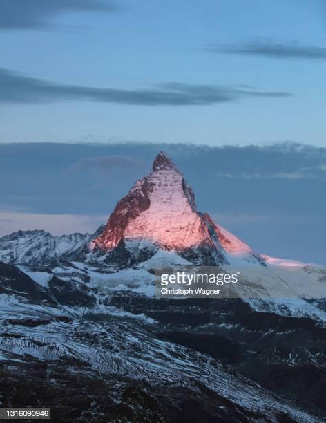 alpen matterhorn zermatt - 冠雪 ストックフォトと画像