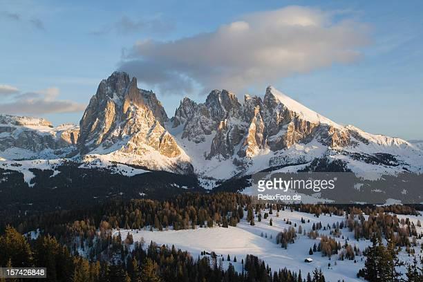 scintillio delle montagne in sella montagne, dolomiti (xxxl - dolomiti foto e immagini stock