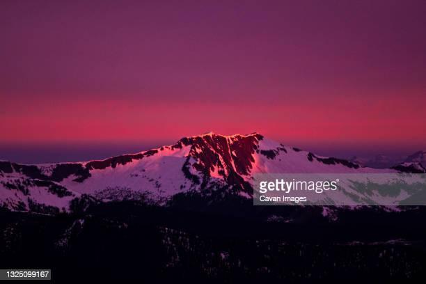 alpenglow - カスケード山脈 ストックフォトと画像