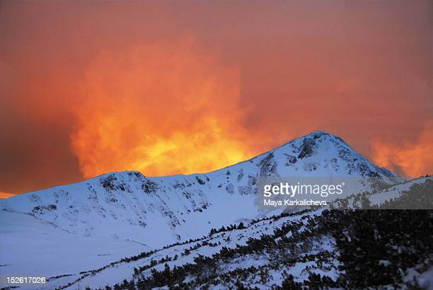 alpenglow - pirin national park stock pictures, royalty-free photos & images
