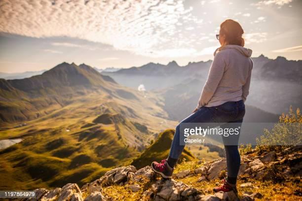 alpes - randonnée - annecy photos et images de collection