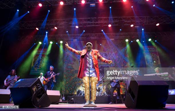 Alpha blondy photos et images de collection getty images for Las noches del oceanografic 2016