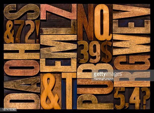 Lettre de l'Alphabet-lettres en bois. Horizontal.
