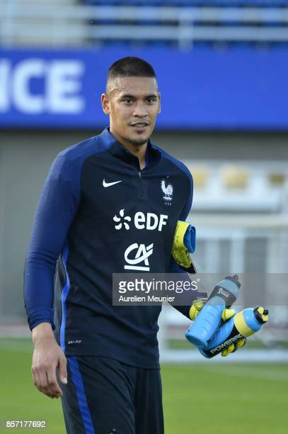 Alphonse Areola of France reacts during a France training session on October 3 2017 in Clairefontaine France