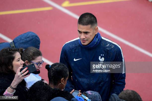 Alphonse Areola of France takes a selfie with a fan during the France training session at Centre National du Football on March 18 2019 in...