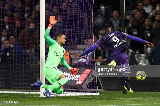 Alphonse Areola of Paris Saint Germain and Yaya Sanogo of Toulouse during the Ligue 1 match between Toulouse and Paris Saint Germain at Stadium...