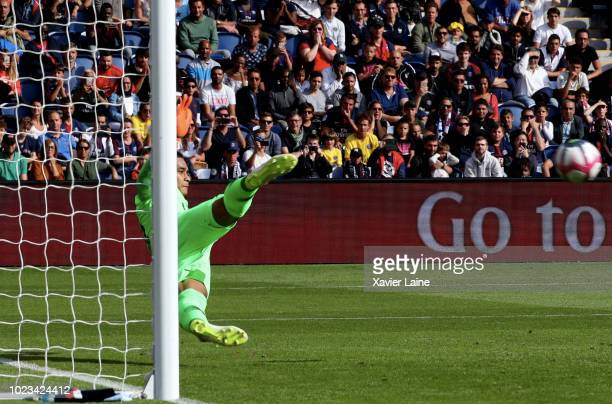 Alphonse Areola of Paris SaintGermain watch the ball during a penalty shoot during the Ligue 1 match between Paris SaintGermain and SCO Angers at...