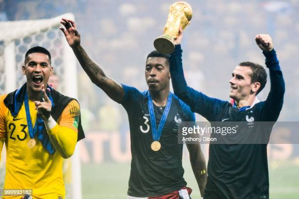 Alphonse Areola Presnel Kimpembe and Antoine Griezmann of France with the trophy during the World Cup Final match between France and Croatia at...