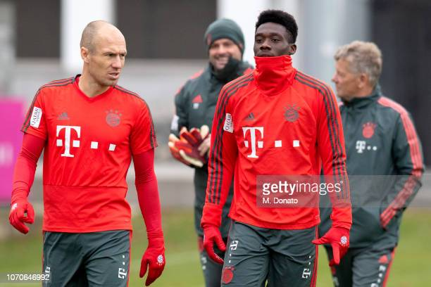 Alphonso Davies and Arjen Robben of Bayern Muenchen look on during a training session at FC Bayern training ground Saebener Strasse on November 21...