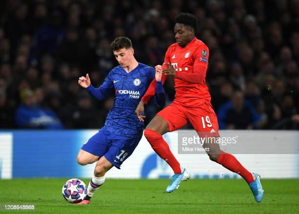 Alphonso Davies of Bayern Munich and Mason Mount of Chelsea in action during the UEFA Champions League round of 16 first leg match between Chelsea FC...