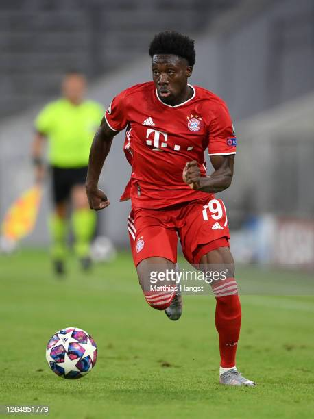 Alphonso Davies of FC Bayern München controls the ball during the UEFA Champions League round of 16 second leg match between FC Bayern Muenchen and...