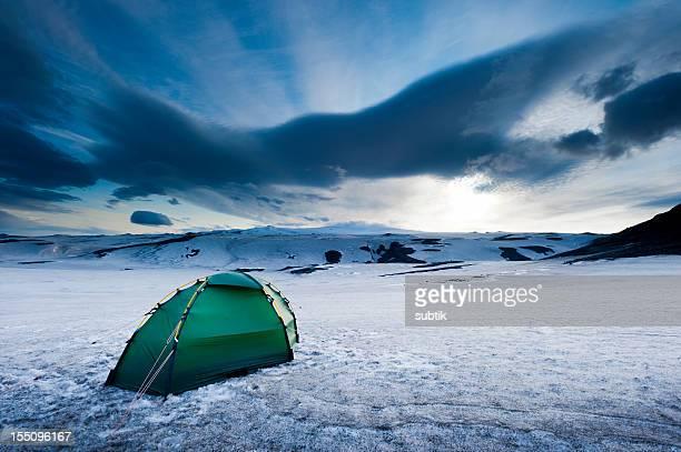 alpine camp - fimmvorduhals volcano stockfoto's en -beelden