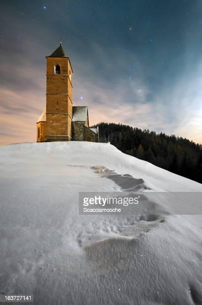 アルパイン教会の月光