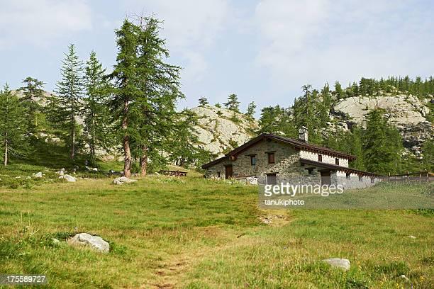 capanna di alpine - valle d'aosta foto e immagini stock