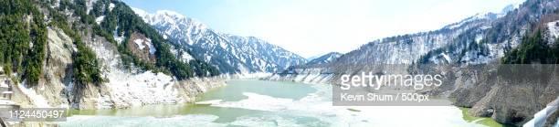 alpine lake in winter - kevin shum foto e immagini stock