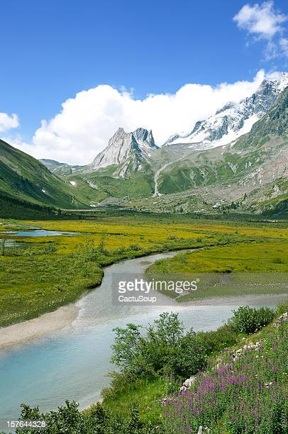 paesaggio alpino - valle d'aosta foto e immagini stock