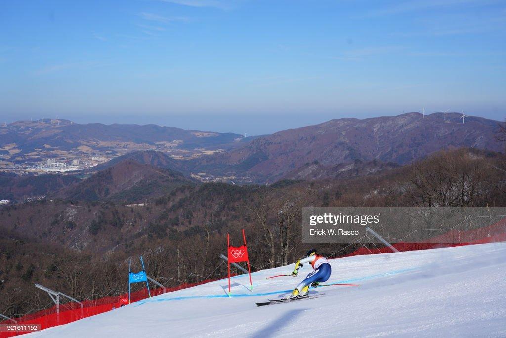 Rear view of Japan Haruna Ishikawa (32) in action during Women's Giant Slalom Final at Yongpyong Alpine Centre. PyeongChang, South Korea 2/15/2018 Erick W. Rasco X161681 TK1 )