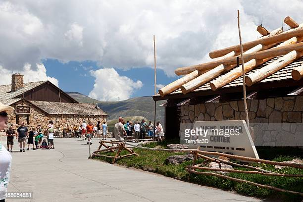 alpine visitor center in rocky mountain national park - terryfic3d bildbanksfoton och bilder