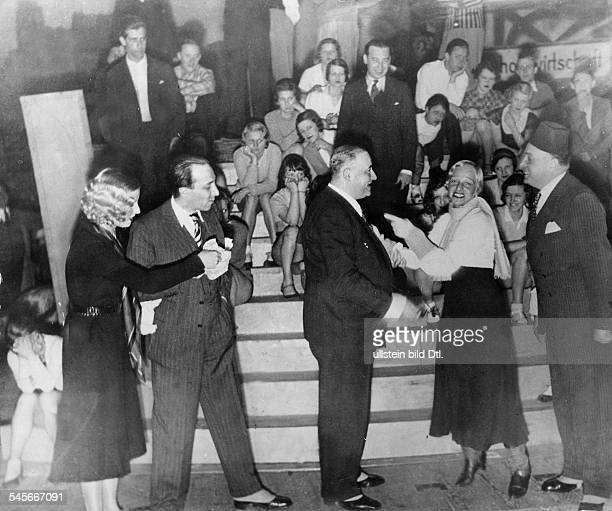 Alpár Gitta * Opera and operetta soprano Hungarywith theater director Alfred Rotter at a rehearsal of the operetta 'Ball im Savoy' in the Grosses...