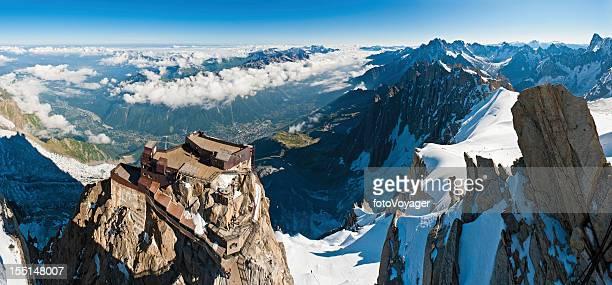 Alpes Aiguile la gare du Midi en téléphérique du Mont-Blanc en France