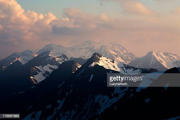 alpen-landschaft bei sonnenuntergang - lucyna koch stock-fotos und bilder