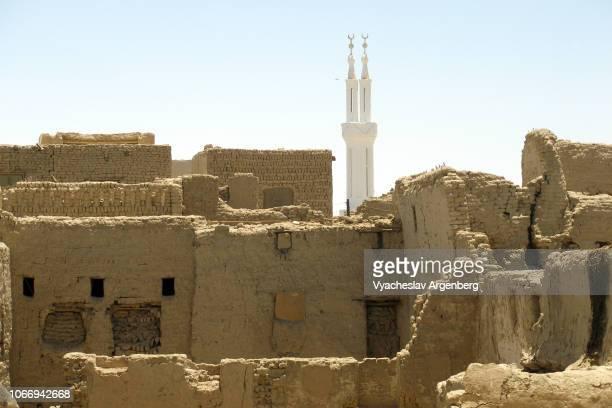 al-qasr, the old islamic town near dakhla oasis, egypt - argenberg stock-fotos und bilder