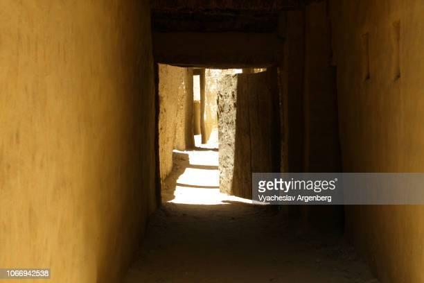 al-qasr, the old ottoman era islamic town near dakhla oasis, egypt - argenberg bildbanksfoton och bilder