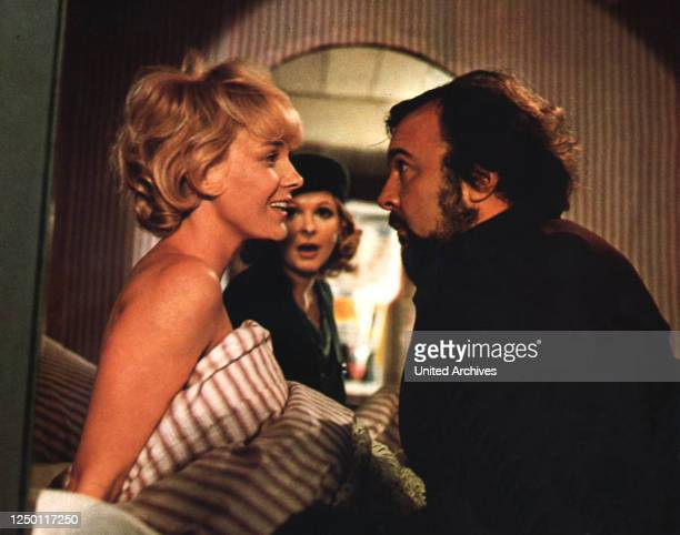 Als Mutter streikte, D 1973, Regie: Eberhard Schröder, GILA VON WEITERSHAUSEN, JOHANNA MATZ, PETER HALL.
