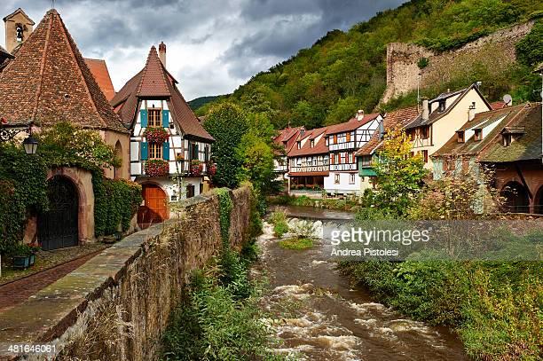 alsace wine route, france - ハーフティンバー様式 ストックフォトと画像