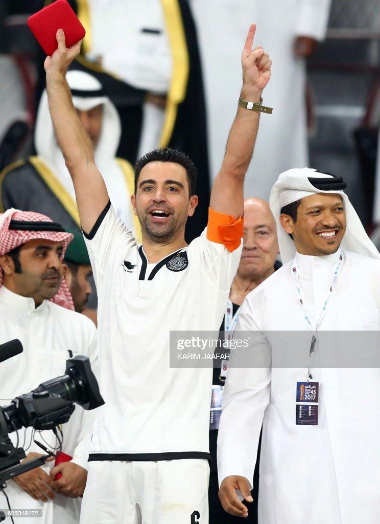 Al-Sadd's Spanish capitan Xavi (C) celebrates winning Qatar Emir Cup following the final football match between Al-Sadd and Al-Rayyan at the Khalifa International Stadium in Doha on May 19, 2017. Al-Sadd defeated Al-Rayyan 2-1. /
