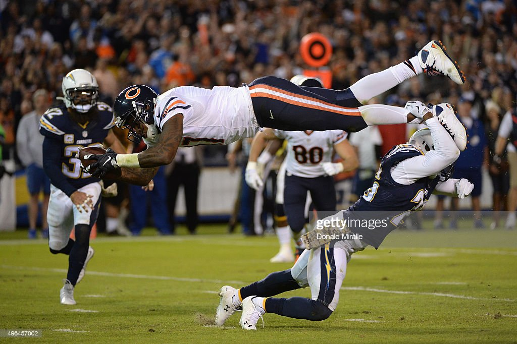 Alshon Jeffery #17 of the Chicago Bears is defended by Patrick Robinson #26 of the San Diego Chargers at Qualcomm Stadium on November 9, 2015 in San Diego, California.