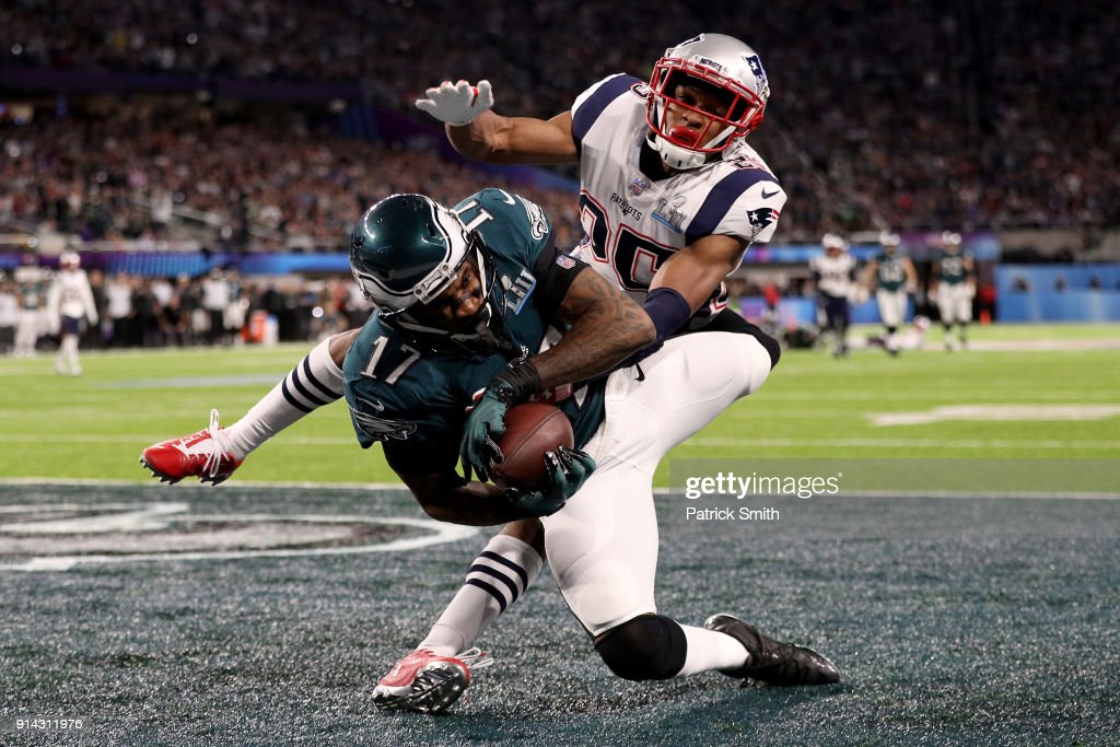 Alshon Jeffery #17 of the Philadelphia Eagles catches a 34 yard pass, over Eric Rowe #25 of the New England Patriots, for a touchdown during the first quarter in Super Bowl LII at U.S. Bank Stadium on February 4, 2018 in Minneapolis, Minnesota.