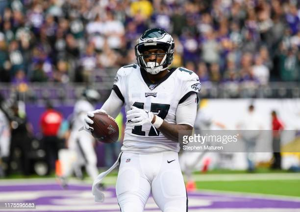 Alshon Jeffery of the Philadelphia Eagles catches the ball for a touchdown in the third quarter of the game agains the Minnesota Vikings at US Bank...