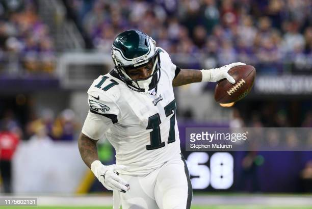 Alshon Jeffery of the Philadelphia Eagles catches the ball near the sideline in the third quarter of the game against the Minnesota Vikings at US...