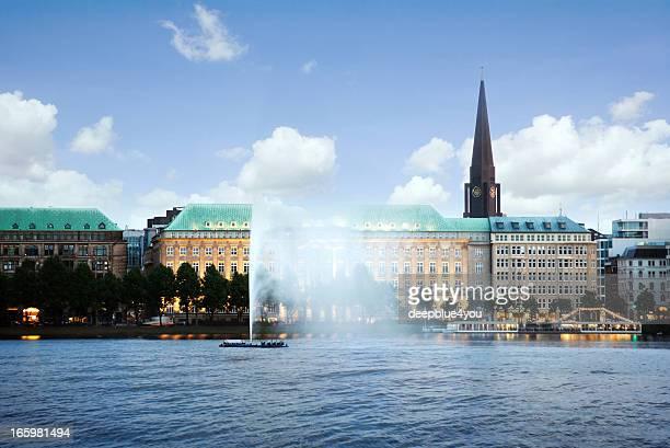 Alstersee und die Innenstadt von Hamburg, Deutschland – Alstersee in Hamburg
