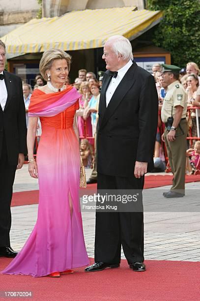 Alt Bundespräsident Roman Herzog Und Ehefrau Alexandra Freifrau Von Berlichingen Bei Der Eröffnung Der Bayreuther Festspiele Am 250706 In Bayreuth